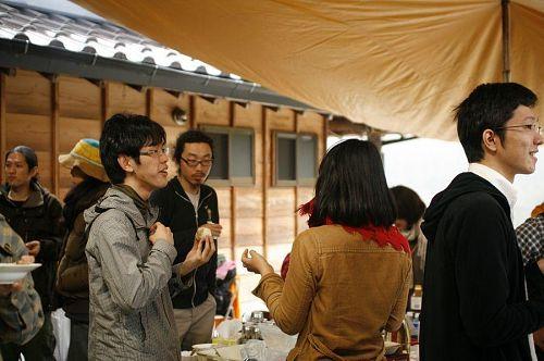 おいしいごはんと、江田の棚田を見下ろす立地に、自然と笑顔が溢れます。