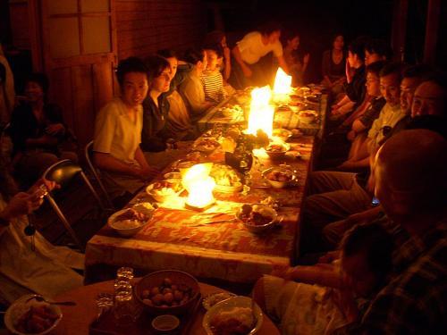 そして、待望の晩餐タイム  ライブが終わって、こうやってみんなで笑顔で飯を食うのってサイコー!