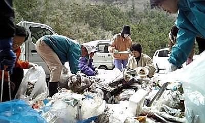 大量のゴミ。分別が大変です。