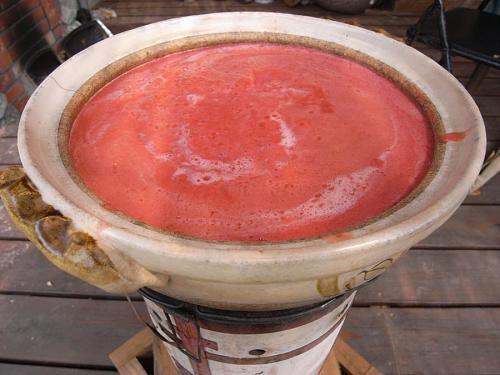 あとは弱火で、ことこと2時間ぐらい。液量が半分ぐらいになるまで、煮詰めます。