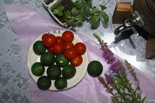 プチトマトより少し大きめ