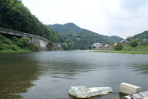 神山町の川遊びの名所、高瀬の川原