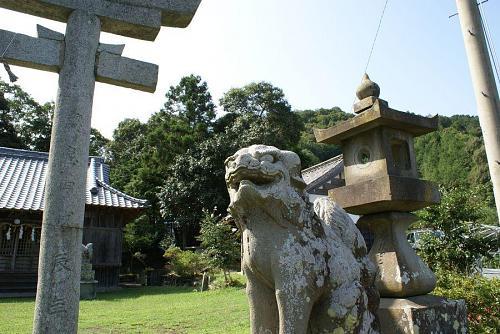 広野支所からほんの一分ほどでこの神社に行き着く。天神さんを祀り学問の神様だそうだ