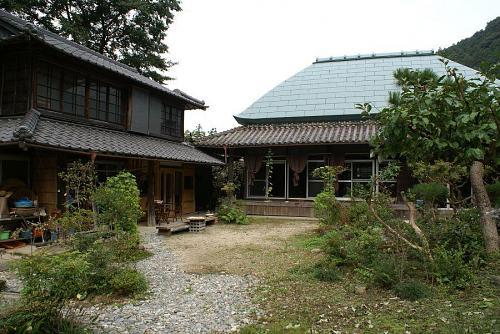 この家の持ち主は、藤井さん。トオルちゃんの小中学校の後輩で、よく知ってる方です。