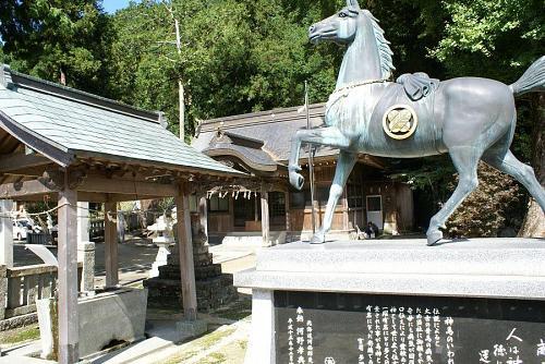 二ノ宮神社の神馬