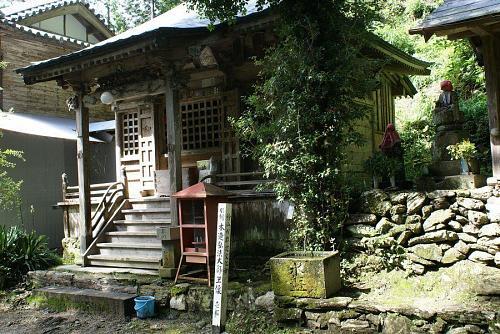 二ノ宮神社から松尾部落を通り五キロほど進んだ峠