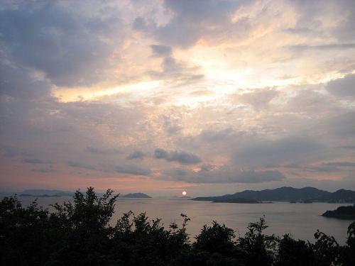 瀬戸内にかかる夕日は小豆島がいちばん美しいと島人はいう。確かに~。