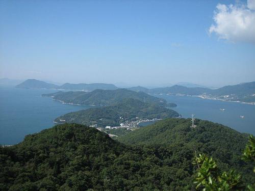 碁石山から遥か四国の山々を望む。