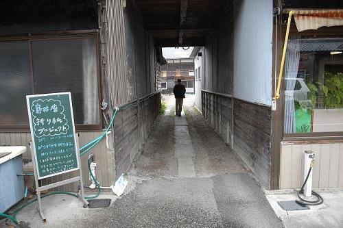 これが寄井座に入るための噂の「トンネル」です。