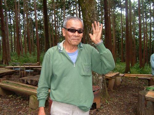 安岐理加さんに、チェーンソーの使い方を教えた、森づくりの「ワル親父」