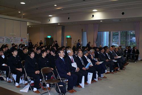 中学生を含む大勢の参加者がありました。