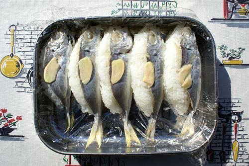 徳島の郷土料理、アジの姿寿司。