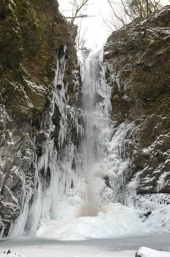 (もっともっと冷え込むと、こんな感じにまで進む。見てみたい! 画像提供:神山町産業建設課 2005年2月3日16:07撮影)