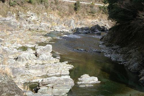 案山子の畑から少し下流の鮎喰川風景