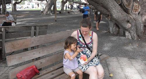 ハワイ風カキ氷、Shave iceです。ラハイナという町の世界一(?たぶん)大きいバニヤンの木の下で食べた。