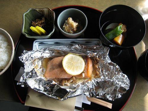 2009年2月12日(木)のメイン・・・サケのホイル焼(うめぇーーーーーー!)
