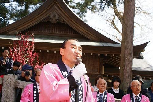 オープニングは二ノ宮神社です。