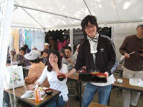 小野さくら野舞台でお昼ご飯2