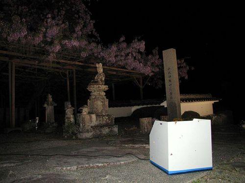 金属製の枠に囲われています。屋外で使うので、ウォータープルーフはありがたい!(2009年4月21日21:21撮影)