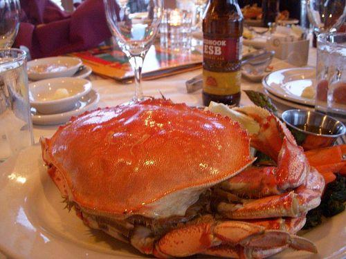 蟹や生牡蠣と格闘、これも至福のときとなる。