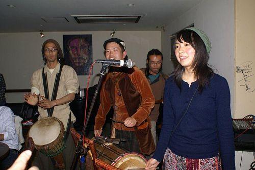 最後のトリは宮城さんファミリーによるジャンベの演奏。