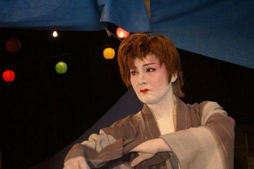 演歌・舞台俳優・日本舞踊・女形など幅広い芸域を持っています。