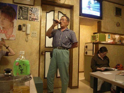 粟飯原さんの歌は激うまです。どうやったらうまくなりますか