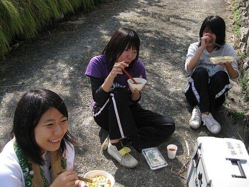 女の子達も食べ盛りです。