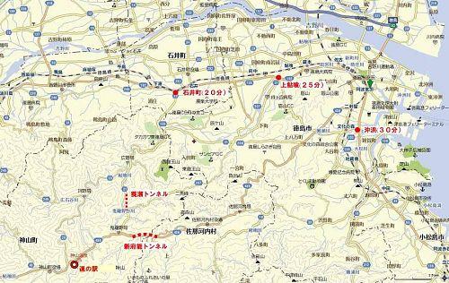 法定速度で車を走らせながら、神山町への入り口からの所要時間を計測。朝夕の混雑時以外であれば、地図に記した時間を見ておけば十分だと思います。