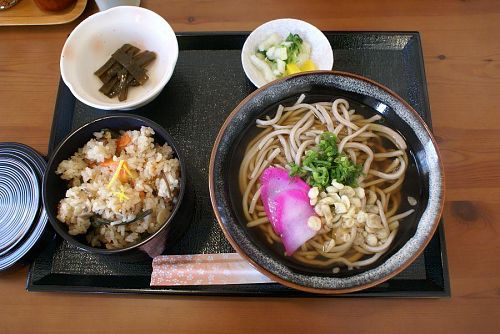 ソバ定食、1000円也。