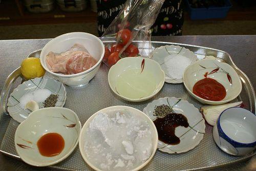 会場では食材がテーブルごとに分けられていました。