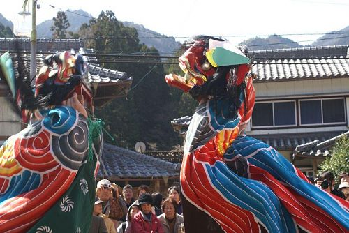 伝統芸能の獅子舞。