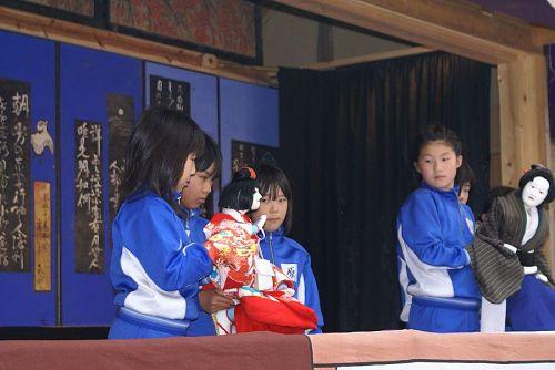 神領小学校の児童による公演。