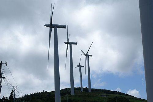 大河原高原といえば風車。神山からもあちこちから見ることができます。