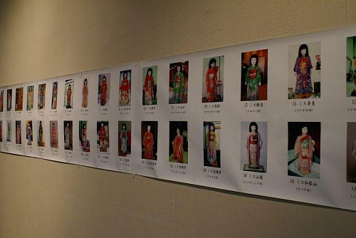 各都道府県から贈られた人形。人形研究家、高岡美知子さんの写真資料。