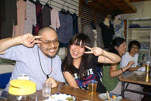杉本会長さんも若い人に囲まれご満悦です。