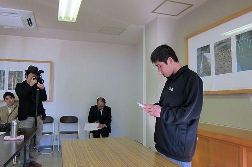 訓練生を代表して岸田大作さん(東みよし町出身)が、「社会に貢献できる人間を目指して頑張ります」と力強く宣誓。