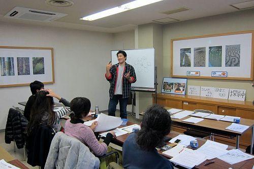 豊かな表情と、迫力の身振り手振り。受講生たちもぐいぐいと引き込まれていきます。