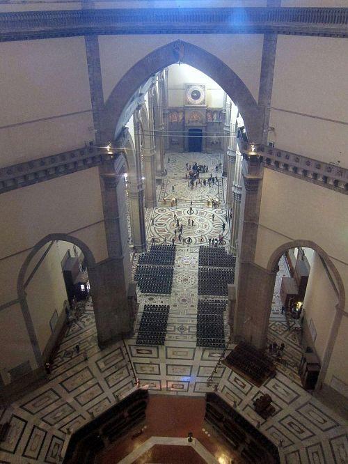大理石の敷き詰められたドゥオモの内部が一望!(2010年11月5日10:55CET)