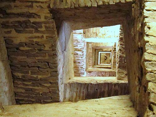 下から見上げた階段。正方形の壁をなぞるように503段の階段を登っていきます。目が回りそう!(2010年11月10日10:53CET)