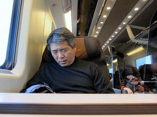翌朝、ローマに向かうユーロスターの車中。苦悶に満ち満ちて…(笑)。(2010年11月08日10:08CET)
