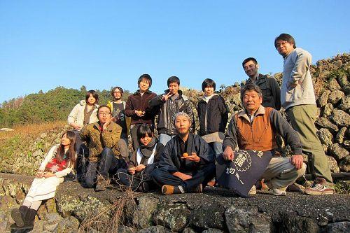神山塾で学ぶ仲間たち(学んでない人も写っていますが・・・(笑))。講座が終了する6月には、新たな地域の担い手となって日本の田舎をステキに変えていきます。(2010年12月20日15:25)