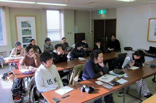 真剣すぎるほど真剣に、山本さんの話に耳を傾ける受講生のみなさん。