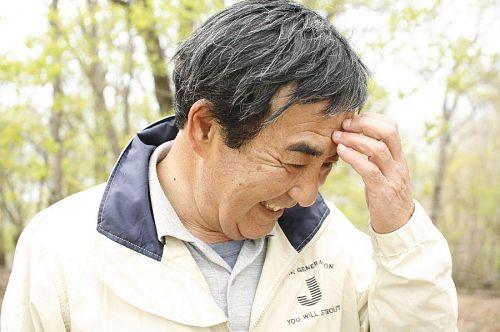 無事登り終えて、ほっとしているおとうさん。いやいや、山は下山が勝負です!
