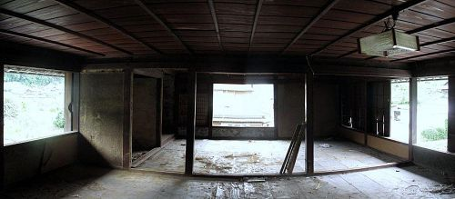 改修のメインは二階。居室にもワークスペースにも対応するデュアルな空間にしたいと思います。