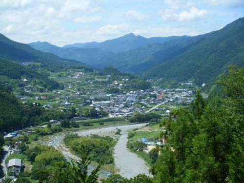 神山はアーティスト・イン・レジデンスや空家町屋、サテライトオフィスといった先進的な取り組みと、昔ながらの山間地域という背景が共存するところ。それぞれがまたその双方のギャップが、神山の魅力なのかもしれません。