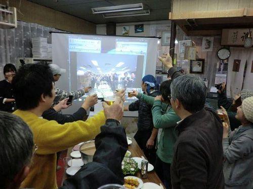 続いて、アドプトやサテライトオフィス関連でイン神山するうちに、すっかり神山に馴染んだイクコさんからのお言葉です。写真は今年の東京―神山を繋いだ新年会から。