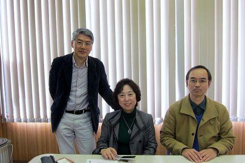 岸田眞代さん、特定非営利活動法人 市民未来共社 島博司 代表 とともに。