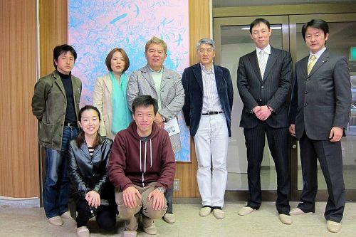 (前列左から)星加ルリコさん、村上豪英さん。(後列左から)内田尚典さん、星野真由美さん、星野晃一郎さん、大南、井上和樹さん、福岩忍さん。
