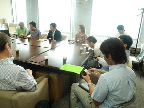 東京藝術大学の設計士チームの坂東さん、須磨さん、柏原さん。 利用予定のダンクソフトさん、ソノリテさん、ベルシオンさん、三三さん。 サテライトオフィスきっかけ人のトムさん。